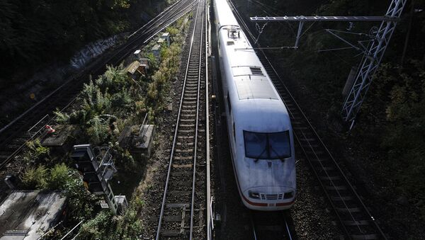 Скоростной поезд Inter-City Express (ICE) в Германии - Sputnik Латвия