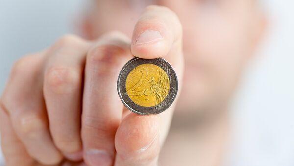 Монета в 2 евро - Sputnik Латвия