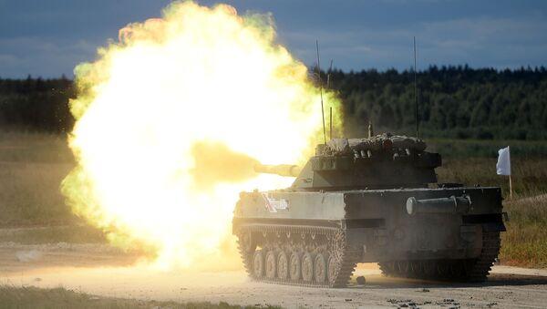 Самодвижущаяся противотанковая пушка Спрут-Б на международном военно-техническом форуме Армия-2016 - Sputnik Latvija