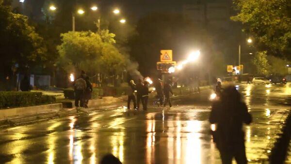 Policisti Grieķijā apmētāti ar Molotova kokteiļiem un akmeņiem - Sputnik Latvija