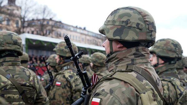 Польские военнослужащие на параде в Риге - Sputnik Latvija