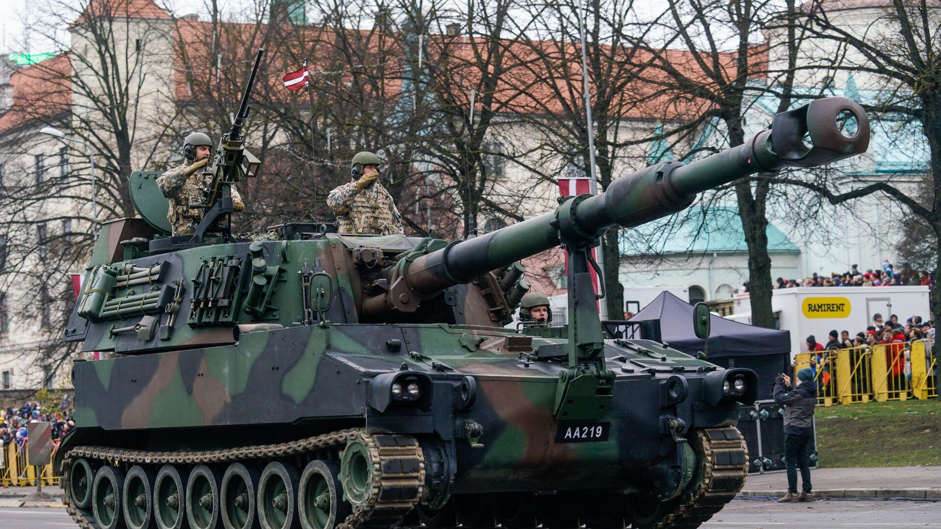 Новое приобретение латвийской армии - самоходные гаубицы M109 A50, калибр 155 мм, дальность стрельбы до 30 км - Sputnik Латвия, 1920, 27.07.2021