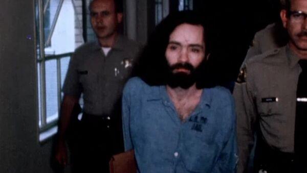 Серийный убийца Чарльз Мэнсон умер в тюрьме США в возрасте 83 года - Sputnik Latvija