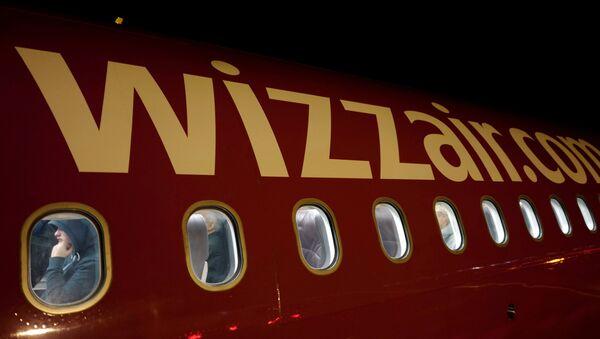Aviokompānijas Wizz Air lidmašīna - Sputnik Latvija