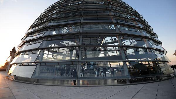 Купол над зданием Рейхстага в Берлине - Sputnik Латвия