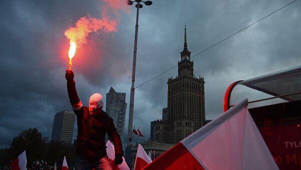 Марш в Варшаве по случаю Дня независимости - Sputnik Latvija