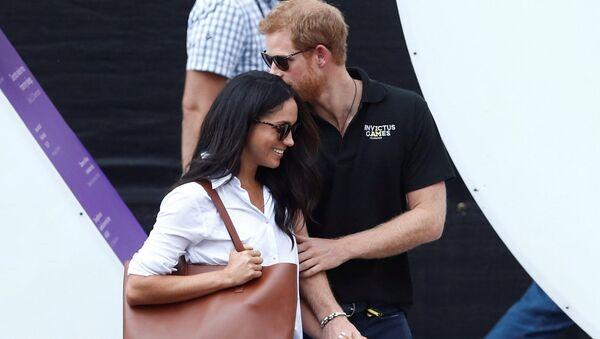 Принц Великобритании Гарри с подругой Меган Маркл - Sputnik Латвия