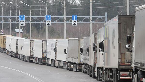 Фуры выстроились в километровые очереди на белорусско-литовской границ - Sputnik Латвия