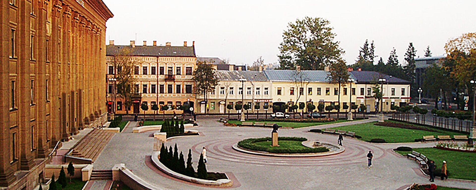 Площадь около старого корпуса Даугавпилсского Университа, архивное фото  - Sputnik Латвия, 1920, 18.03.2021