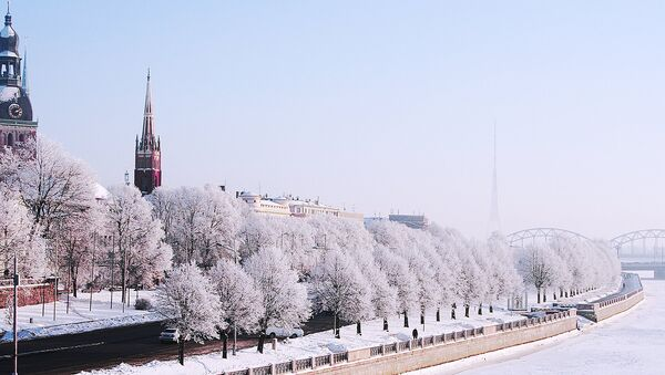 Зимняя Рига, набережная 18 ноября - Sputnik Латвия