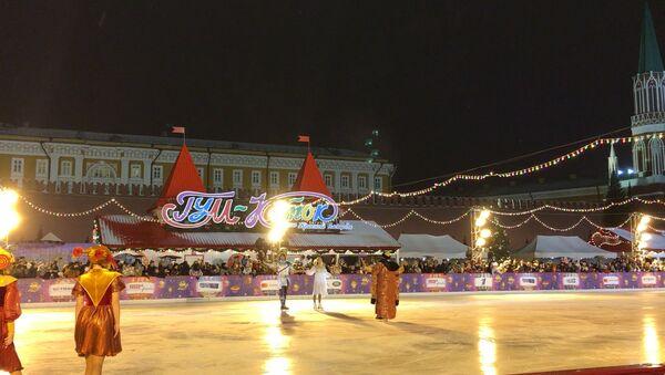 Навка и Чернышев выступили на открытии катка на Красной Площади - Sputnik Latvija