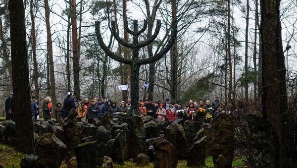 Памятный митинг в Румбуле, посвященный годовщине уничтожения Рижского гетто - Sputnik Латвия