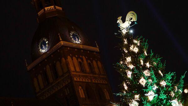 Рождественская ель на Домской площади - Sputnik Latvija