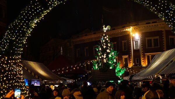 Рождественская ель на Домской площади - Sputnik Латвия