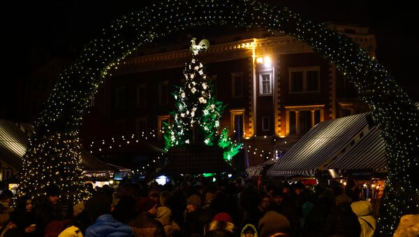 Ziemassvētku eglīte Doma laukumā - Sputnik Latvija