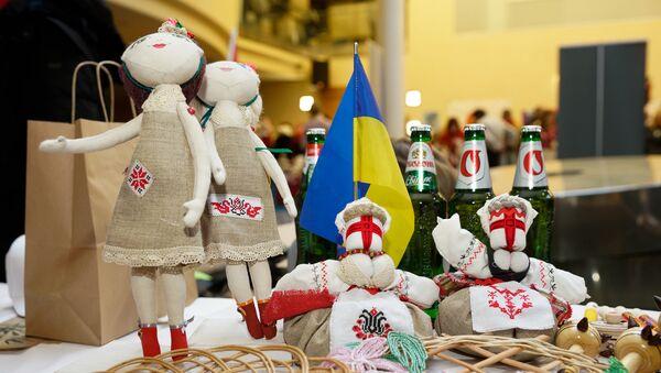 Украинские дипломаты торговали сувенирами и пивом - Sputnik Latvija