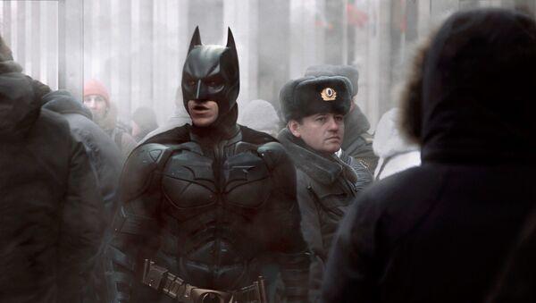 Betmens līdzās policistam no Krievijas - Sputnik Latvija
