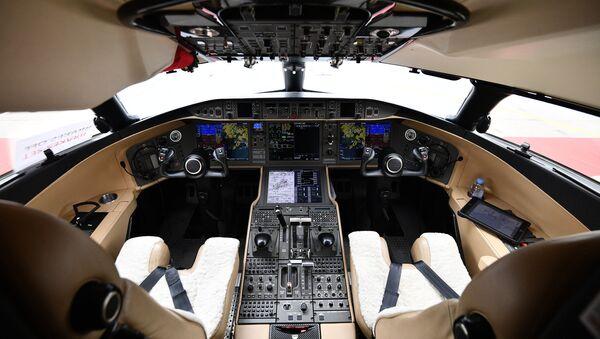 Кабина пилотов самолета Bombardier Global Express 6000 - Sputnik Латвия