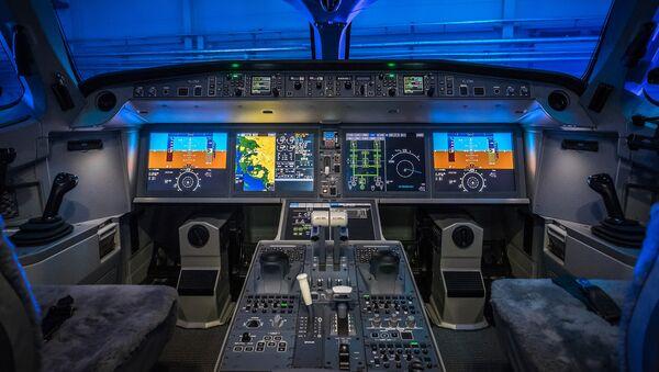 В кабине самолета Bombardier CS300 авиакомпании airBaltic - Sputnik Латвия