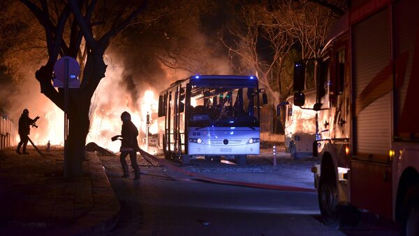 Пожарные на месте теракта в Анкаре - Sputnik Латвия