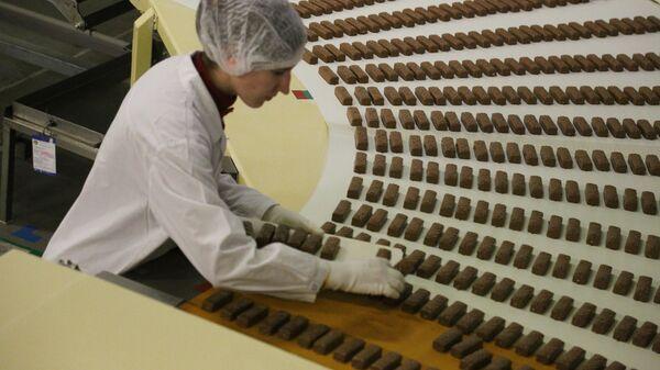 Работа кондитерской фабрики - Sputnik Latvija