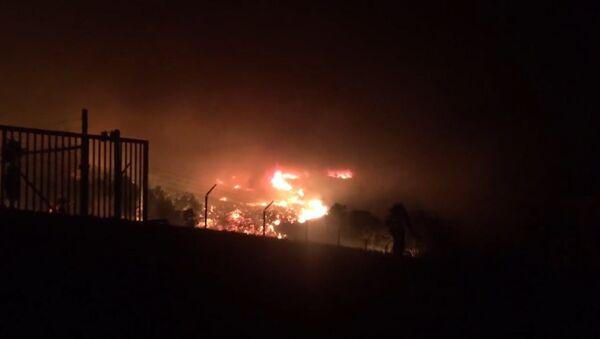 Мощные природные пожары бушуют в штате Калифорния (США) - Sputnik Латвия