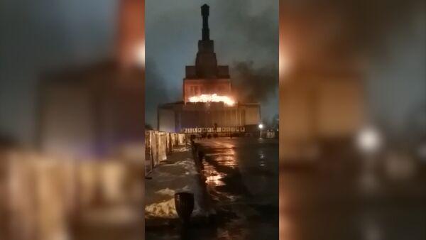 Пожар в первом павильоне ВДНХ - Sputnik Латвия