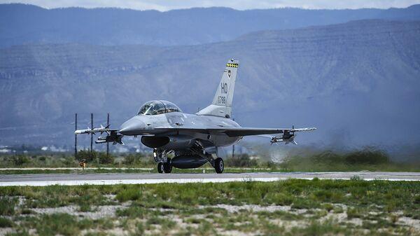 Amerikāņu iznīcinātājs F-15 Fighting Falcon - Sputnik Latvija