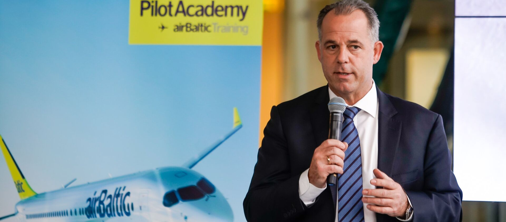 Председатель правления авиакомпании airBaltic Мартин Гаусс - Sputnik Латвия, 1920, 05.04.2021