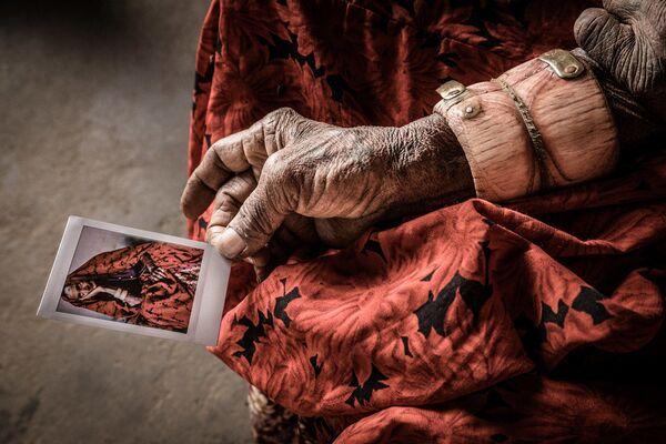 Снимок португальского фотографа Ana Abrao, победивший в номинации Best single image, Celebration Of Humanity - Sputnik Латвия