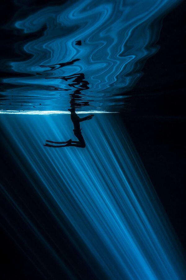 Снимок голландского фотографа Wendy Timmermans, победивший в номинации Primary colours (Single Image Category) - Sputnik Латвия