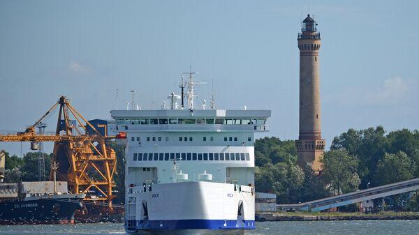 Танкер-газовоз в акватории порта при регазификационном терминале (СПГ) в польском городе Свиноуйсьце - Sputnik Латвия