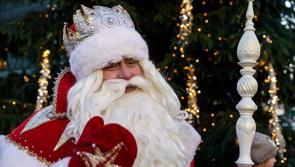 Дед Мороз из Великого Устюга на Домской площади в Риге - Sputnik Латвия