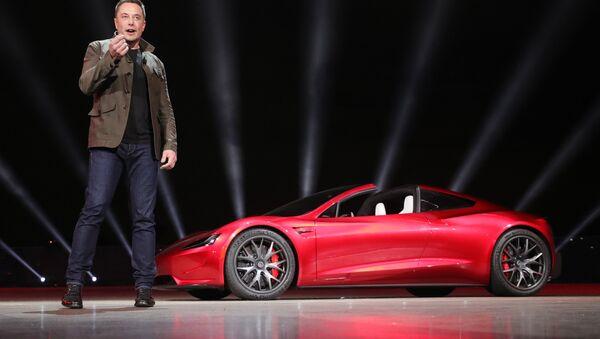 Компания Tesla представила новые модели электромобилей - Sputnik Latvija