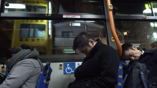 Автобус для перебравших на корпоративах японцев - Sputnik Latvija