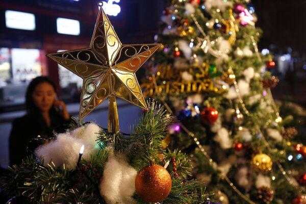 Christmas decoration items are displayed for sale at a shop in Hanoi, Vietnam - Sputnik Latvija