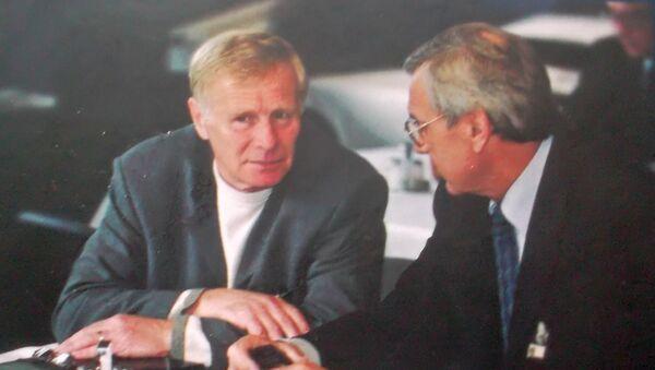 Янис Юрканс и автор книги Кладлен Дозорцев - Sputnik Латвия