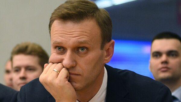 Алексей Навальный на заседании Центральной избирательной комиссии РФ - Sputnik Latvija