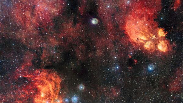 Снимок туманности Кошачья Лапа и Омар, сделанный на широкоугольном телескопе, входящем в комплекс VLT - Sputnik Latvija
