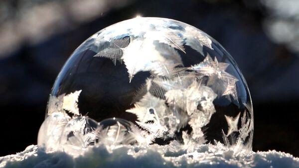 Kas notiek ar ziepju burbuli salā - Sputnik Latvija