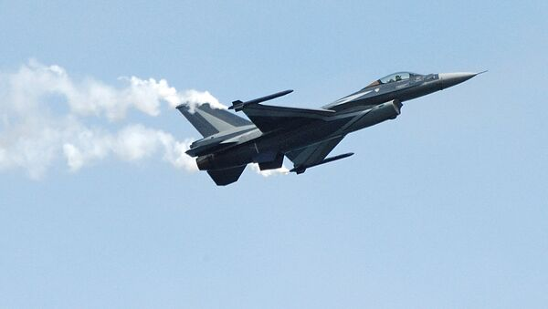 Истребитель F-16 - Sputnik Latvija
