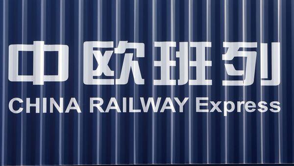 Pirmais kombinētais konteineru vilciens, kas tranzītā šķērsoja Kaļiņingradas apgabalu no Eiropas uz Ķīnu - Sputnik Latvija