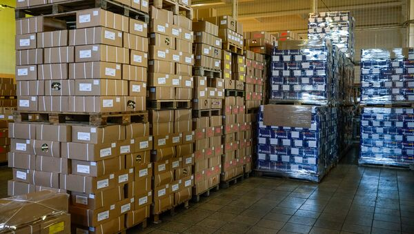 Продукция на складе готовится отправиться к потребителям - Sputnik Латвия