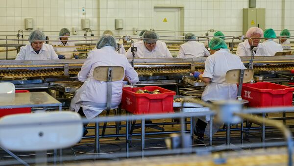 Рыбоперерабатывающий цех на предприятии Brīvais vilnis - Sputnik Latvija