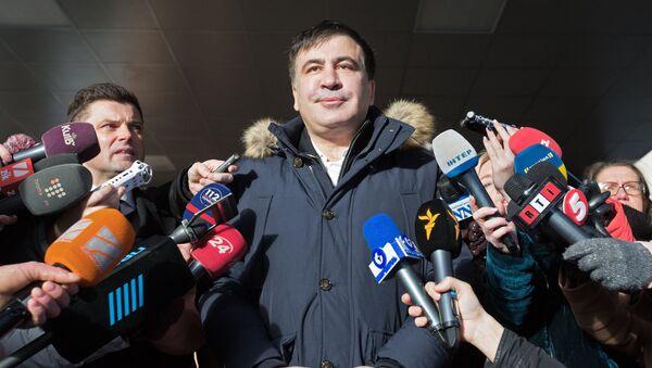 Бывший губернатор Одесской области Украины и лидер политической партии Рух нових сил Михаил Саакашвили (в центре) - Sputnik Латвия