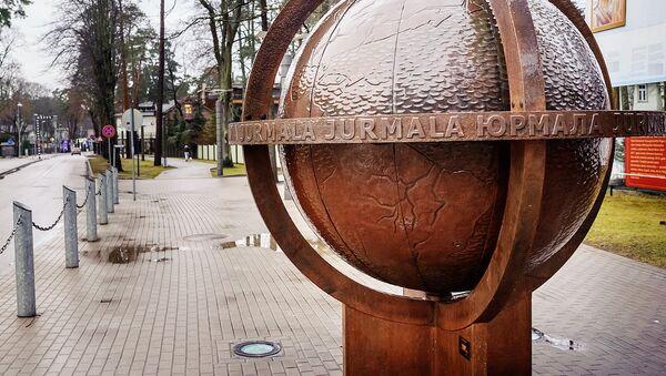 Юрмальский глобус на улице Йомас - Sputnik Латвия