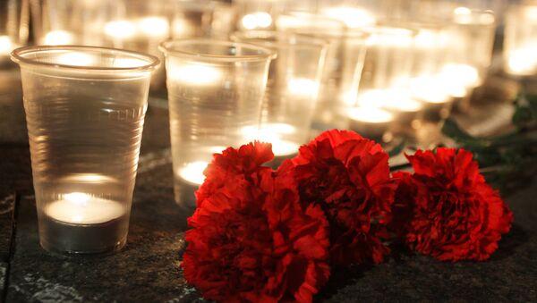 Гвоздики и свечи - Sputnik Латвия