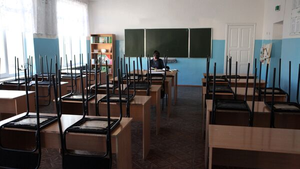 Преподаватель в аудитории школы - Sputnik Latvija