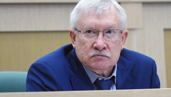 Член комитета Совета Федерации по международным делам Олег Морозов - Sputnik Латвия