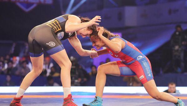 Латвийка Анастасия Григорьева (слева) обыграла Гиту Пхотаг из Индии - Sputnik Латвия